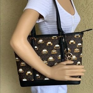 MICHAEL KORS NEW YORK CITY JST TZ SHLDR TOTE BROWN
